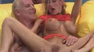 sexo bizarro entre primos maduros
