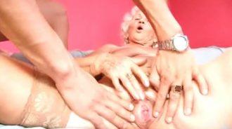 la abuela aun esta de buen ver