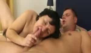 video relacionado a la abuela le pone chuparla