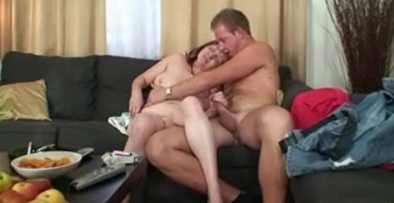 pillado follandose a su madre