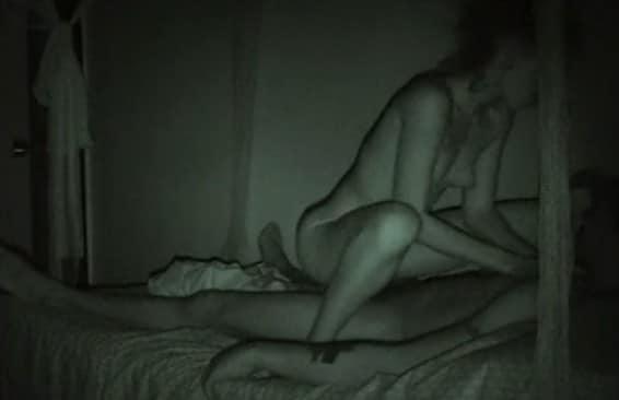 visita nocturna al cuarto de su hermano