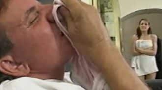 papa, explicame por que hueles mis bragas usadas