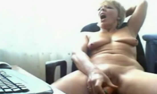 espectacular abuela corriendose por webcam