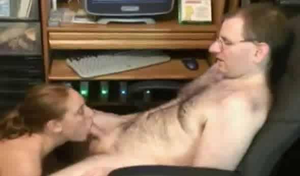 adicto al incesto se corre en la boca de la sobrina
