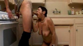 la abuela estaba hambrienta y le di de comer