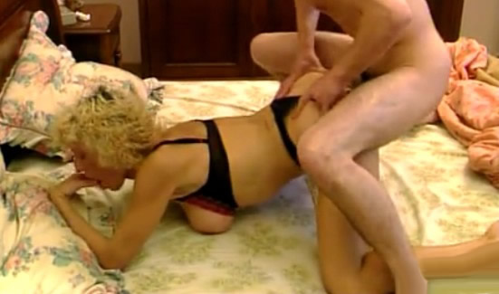 madura pone su culo a disposicion del sobrino