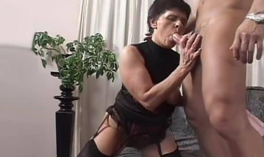 su abuela le dio mas placer que su novia