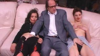 sexo a 4 bandas en una orgia familiar