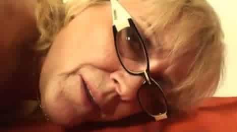 mi nieto follandome el coño por detras