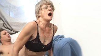 gang bang con la abuela al salir del asilo
