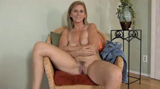 os envio un video de mi madre desnuda