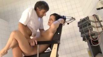 embarazada follada por su tio el ginecologo