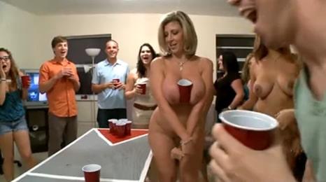 invitamos a mama a una fiesta universitaria