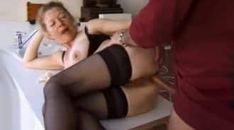 primos sesentones venden un anal