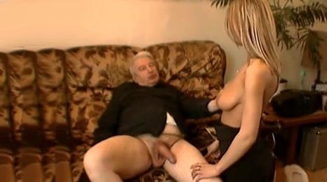 el abuelo se masturba pensando en mis tetas
