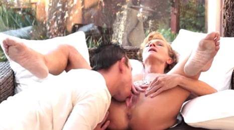 la primera abuela que se corre en mi boca