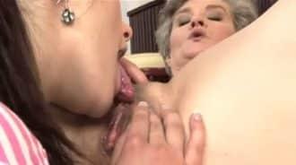 nieta muy zorra come el coño de la abuela