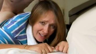 mi tia termina llorando de placer por un orgasmo anal