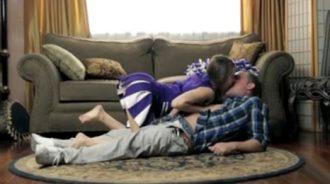 mi hija me tumbó en el suelo y me folló