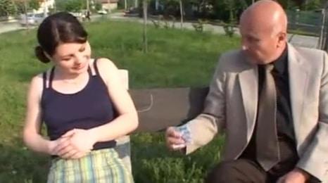 ¿no le aceptarías unos billetes a tu abuelito?