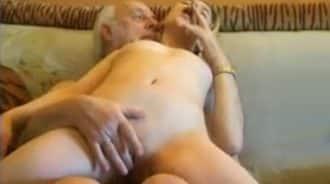 el abuelo ha eyaculado dentro de mi