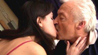 enamorada del padre de su novio