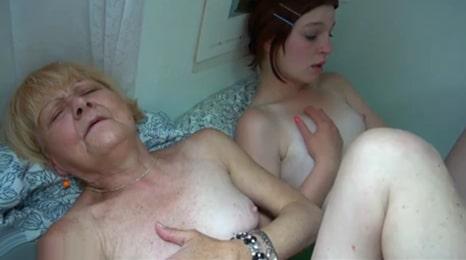 masturbacion en familia con dos estilos muy diferentes