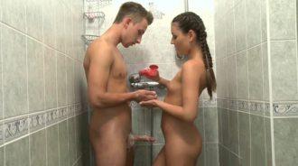 mi prima insistio en ducharse conmigo