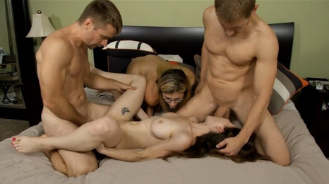 3 hermanos se follan a una buena amiga