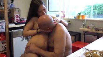 papa necesita a una mujer que lo cuide