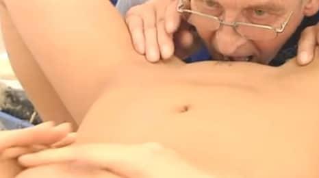 concentracion maxima comiendo un coño