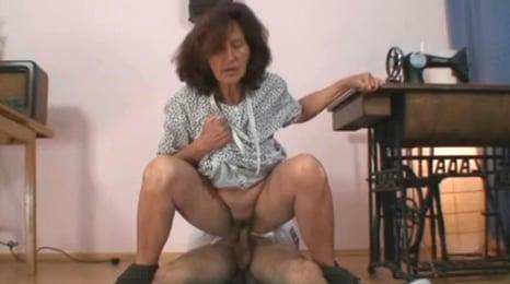 con la excusa de coserme los pantalones