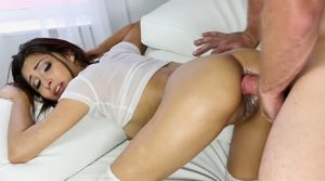 video relacionado Culo prieto prueba las mieles del incesto