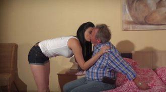 Relación incestuosa padre hija follando
