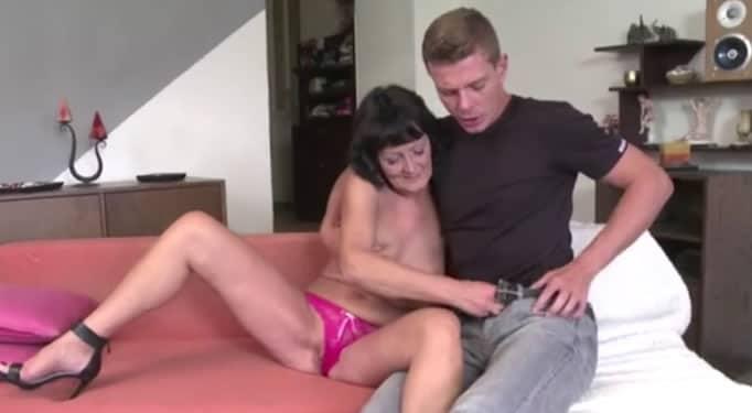Abuelo con su nieta porke ella no le tiene confianza - 2 part 10