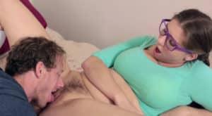 video relacionado Padre convence a su hija para follar por culo