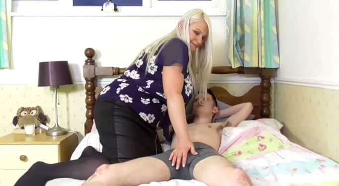 La cerda obesa de su tía sedujo al chico