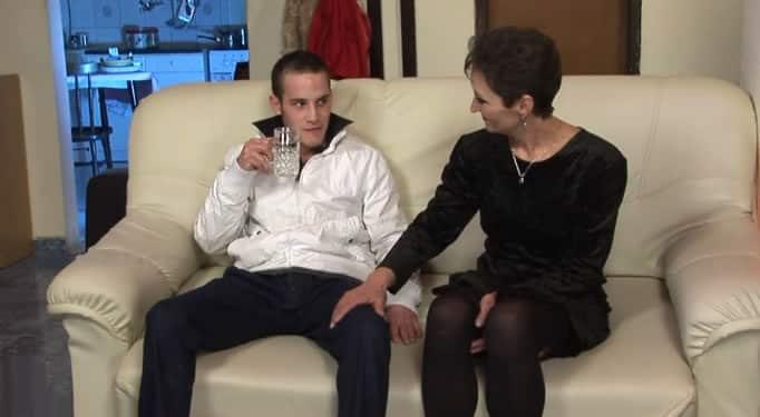 Su tía madura quería sexo con su sobrino