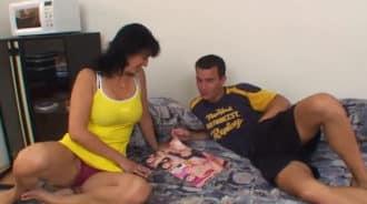 Madre se pone cachonda al ver a su hijo