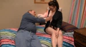 video relacionado Mi padre es un cerdo, vino a mi habitación a tocarme