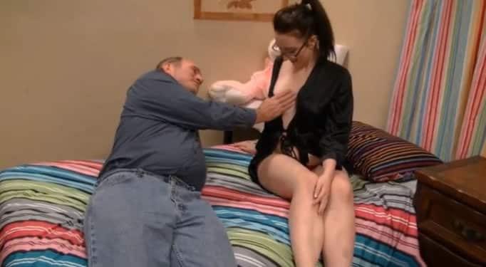 Mi padre es un cerdo, vino a mi habitación a tocarme
