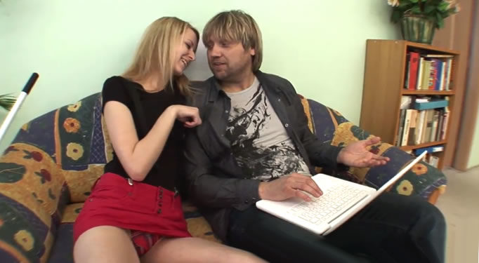 Jovencita rusa seduce a su nuevo padrastro