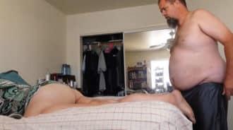 Obeso se folla a la gorda de su hermana, es con la única que puede