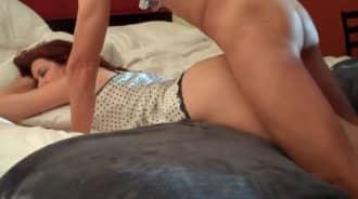 Se folla a su madre dormida y lo graba en video