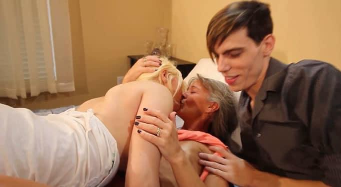 Su novia quería follarse a su madre, él también participó