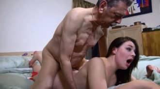 Tuvo sexo con su propio abuelo…. dos veces