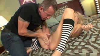 Sexo con su nuevo padrastro, se lo quitó a su madre