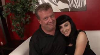 Un padre y su hija confiesan estar enamorados