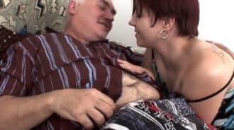 La gordita de su hija estaba muy caliente